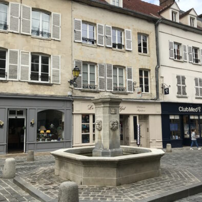 PLace Henri IV Fontaine - la bohème senlis